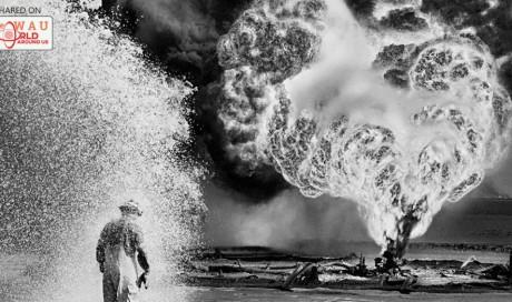 Sebastiao Salgados shots of a burning Kuwait, 1991