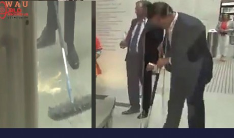 Video: Dutch Prime Minister mops floor after spilling coffee