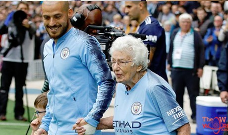 102-Year-Old Vera Cohen Has Been Supporting Manchester City For The Last 85 Years!