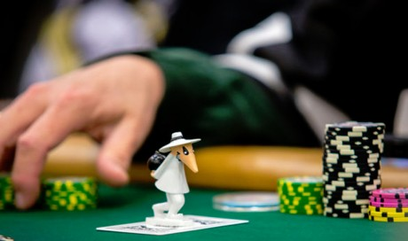 Top 10 Tips to follow while playing poker