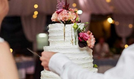 Filipino couple pays 140,000 pesos for wedding catering, gets duped with thermocol cake