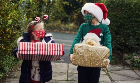 Covid Christmas rules: UK leaders urge caution over household mixing